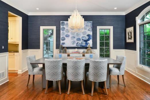 linc-thelen-design_vibrant-blues_dining-room-2_jpg_rend_hgtvcom_966_644