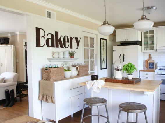 original-jennifer-grey_shabby-chic-white-kitchen-wall-art_s4x3_jpg_rend_hgtvcom_966_725