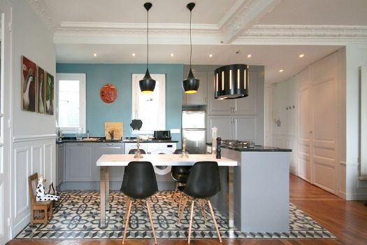 tom-dixon-pendant-lights-and-eames-chairs-grace-the-chic-eclectic-kitchen